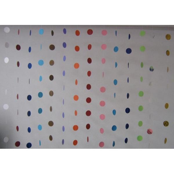 guirlande verticale gros confettis papier Confettis Scene Rond Et Coeurs