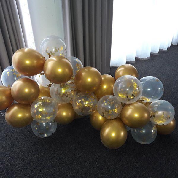 Nuage kit suspension or et ballons confettis or
